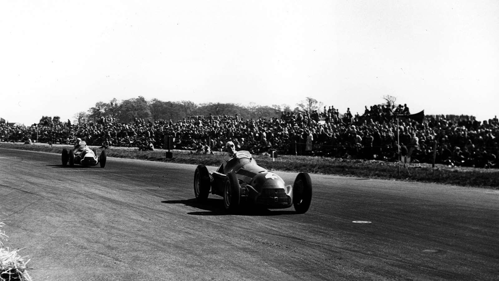 Alfa Romeos lead the 1950 Formula 1 British Grand Prix