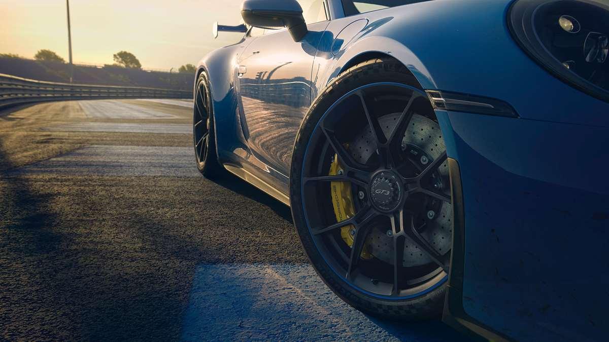 Porsche 992 GT3   2021 - Page 2 Porsche-911-gt3-992-brakes-goodwood-15022021